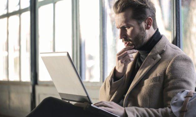 Hoşlanan Erkeğin Beden Dili – 5 Önemli İşaret
